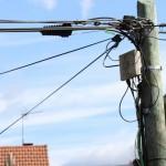 Dans l'Eure, la fibre optique installée…sur les poteaux électriques!